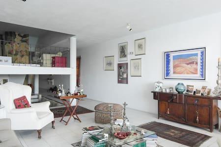 Double  bedroom  with unique views on terrace - SLIEMA - Bed & Breakfast