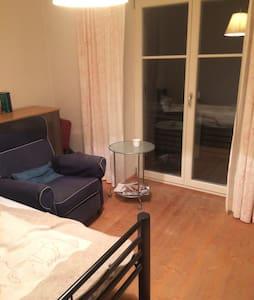 Gemütliches Zimmer in Dorfidylle - Weer - Rumah