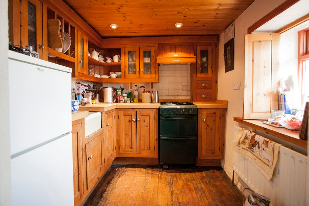 A cute-sized kitchen with everything you need to make bacon and cabbage. (Some cookbooks too!)