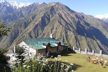 Parondi Hills - District- Chamba - Casa