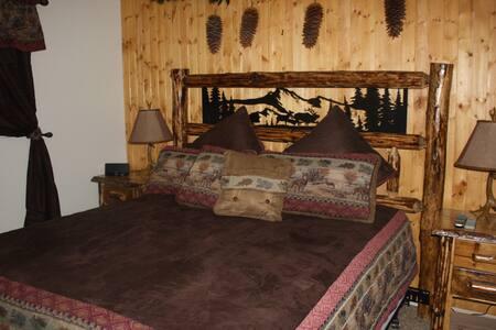 cozy cabin hot tub pet ok fenced yd