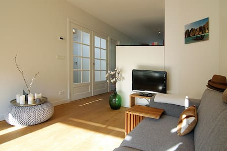 MODERN apt. with a sunny balcony! Great location! - Amsterdam - Apartment