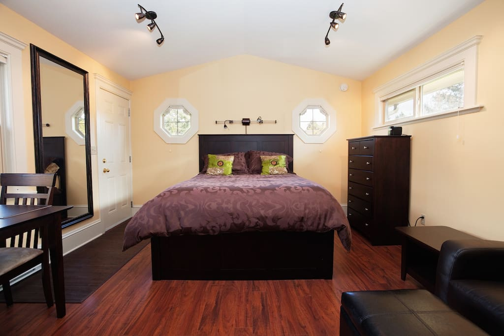 Gorgeous James Bay Furnished Suite