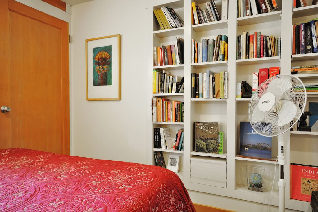 Enjoy our offering of books . Perfect for those on a budget who need a comfortable bed. Additional ammenities available as needed. leave for everyone to enjoy!
