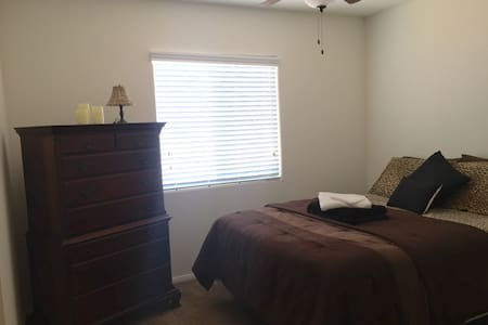 (2)Private Queen BDR w/shared bath - North Las Vegas - Haus