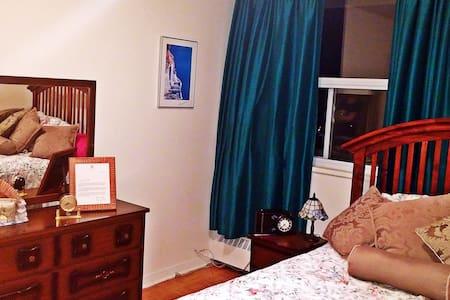 ***Cozy Room in Toronto***
