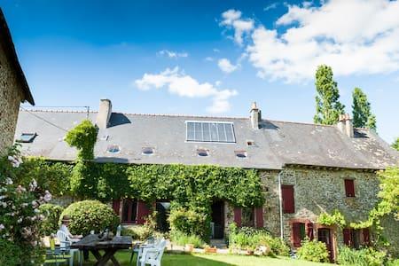 Brittany Ecologite La Rivière - Eancé - Earth House