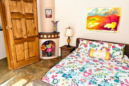 Quiet Queen Bed,Bath & Breakfast - San Miguel de Allende - Bed & Breakfast