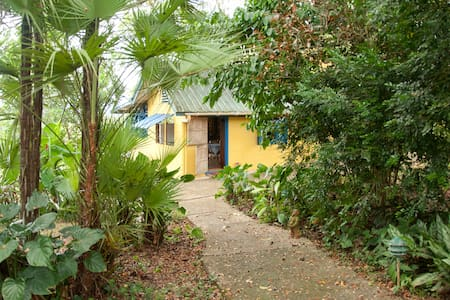 Ajoupa Garden Cottage - Chalet