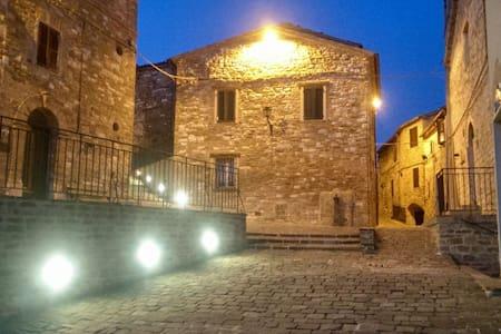 Al castello da Giulia e Luca - Avacelli
