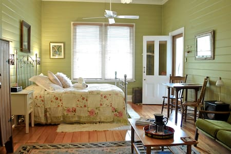Romantic Self-Contained Suite in Heritage Home - Bangalow - Bed & Breakfast