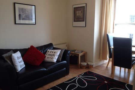 Tenby Town Centre AMAZING Location - Apartment