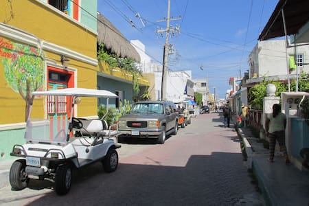 Large 1 Bedroom With a Balcony Right Downtown - Isla Mujeres - Apartment