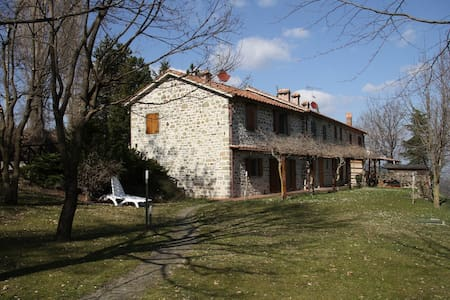 Rustico house for rent in Italy - Huoneisto