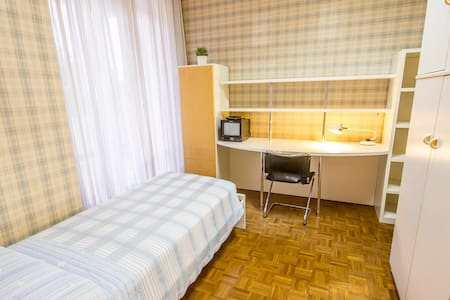 Single room with bath room. Breakfast, internet WI-FI and parking are included in the price.