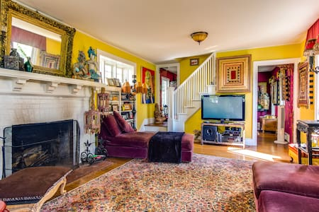 Magical, Colorful Victorian.... - Asbury Park - House