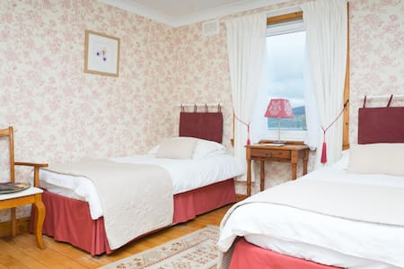 argyll court b&b twin ensuite room ( two beds) - Bed & Breakfast