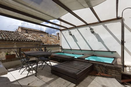 Apt in piazza Sirolo w/pool and bbq