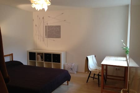Spacious, charming, in the heart of Berlin - Berlim - Apartamento
