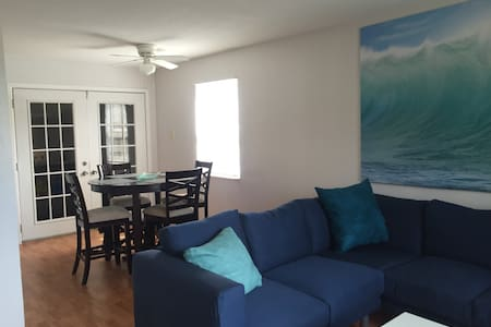 Bright & Spacious, Great Location - Fort Myers Beach - Apartment