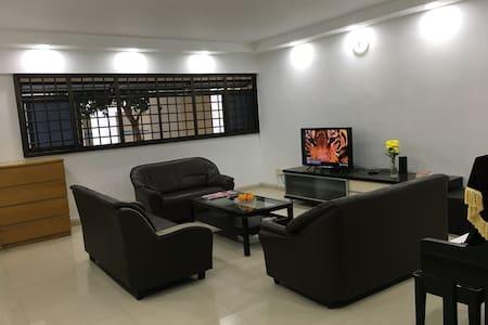 Clean & comfortable room, 7' to Vivo City-Sentosa - Appartement