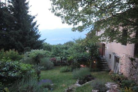 Rustico nel bosco con vista lago di Garda - San Zeno di Montagna