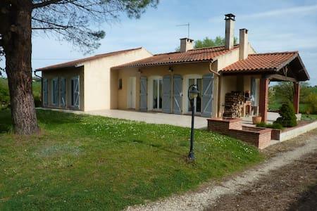 Maison calme avec jardin de 1500 m2 - Ev