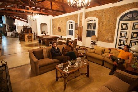 Chácara, casa colonial urbana no coração de Iguape - Iguape