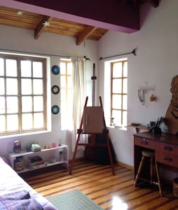 Charming colourful room. - Otavalo  - Huis