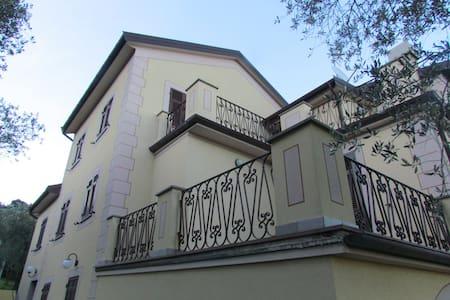 Il Giardino degli Ulivi  (Leivi, Italy) - Crocetta - Villa