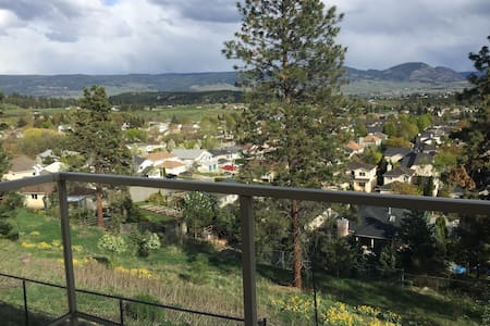 Mountain view 2 bedroom - Kelowna - House