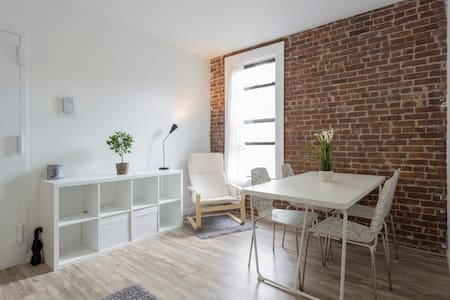 GORGEOUS REMODELED 1-BEDROOM PRIME LOCATION - New York - Apartment