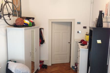Super, gemütliches Altbauzimmer! Zentrumsnah - Freiburg - Apartment