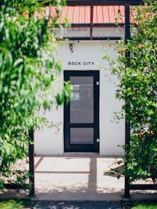 Rock City House at Corte del Norte - マーファ - 一軒家