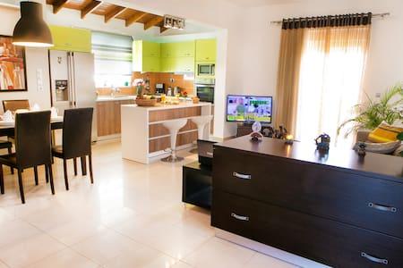Sunny Apartment - Apartment