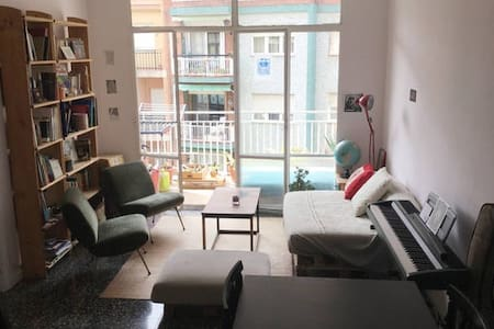 Private room quiet & close to Sagrada Familia - Barcelona - Huoneisto