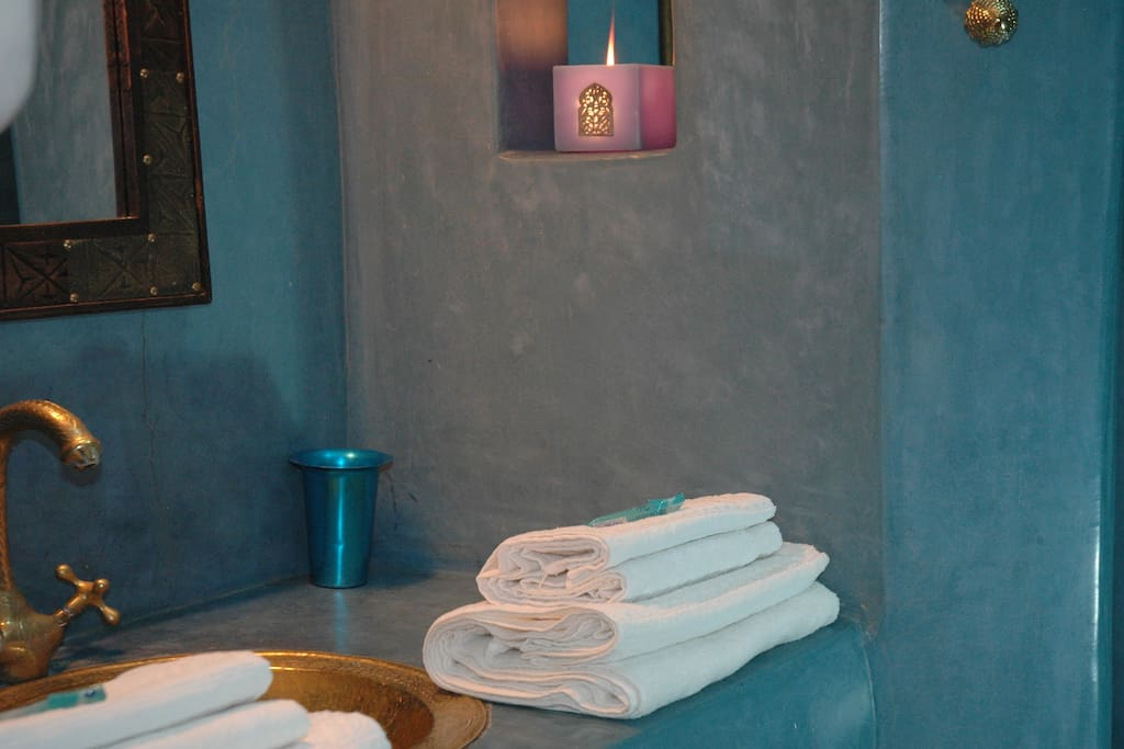 Turquoise room shower area