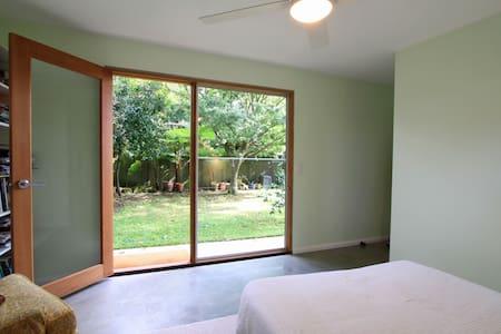 Garden guest room with bathroom - Hus