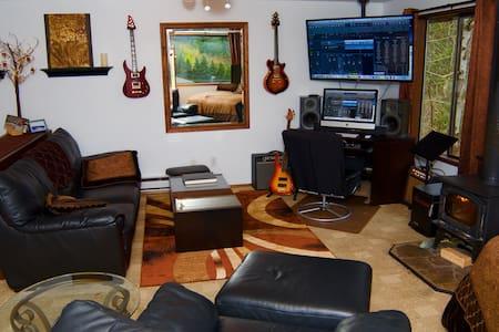 Snoqualmie Falls Studio - Huis