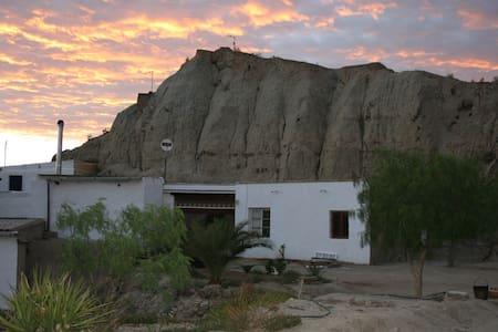 CASA CUEVA en paraje con Encanto - Grotta