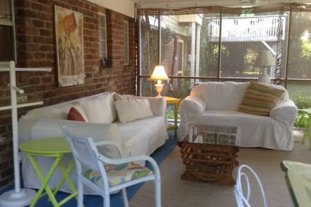Cozy cottage near ocean/Great porch - Tybee Island - Appartamento