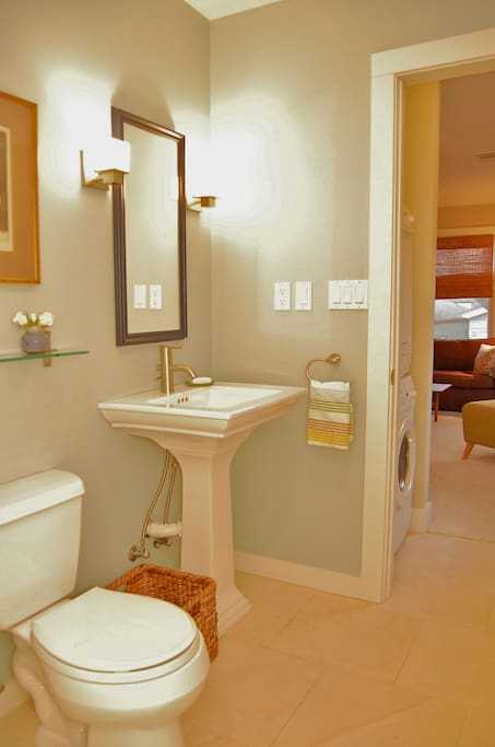 full bath with tub and washer/dryer