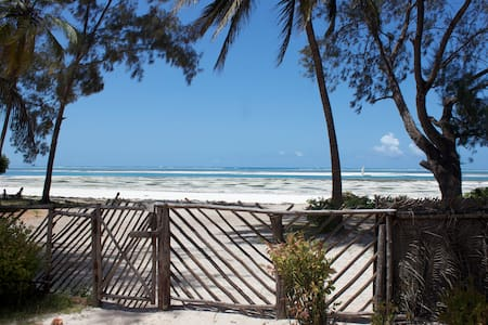 Kiny House 2 room, front beach! - Zanzibar