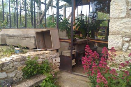 Le Broglio un lieu de vie collectif et écologique - Earth House