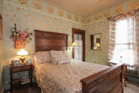 Carpenter Gothic Room - Geyserville - Bed & Breakfast