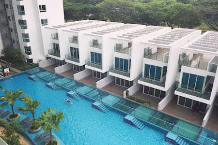 Gallery image of free est hold condo singapore