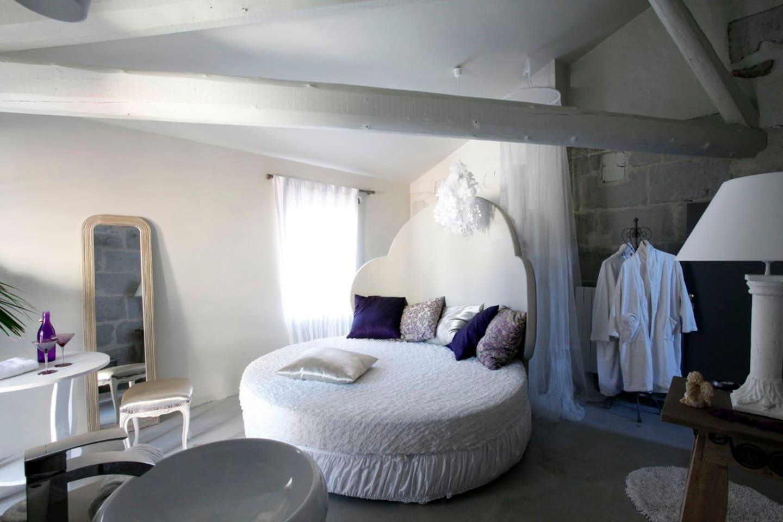 Nuit d'Amour avec jacuzzi privatif - Bed & Breakfasts à louer à ...