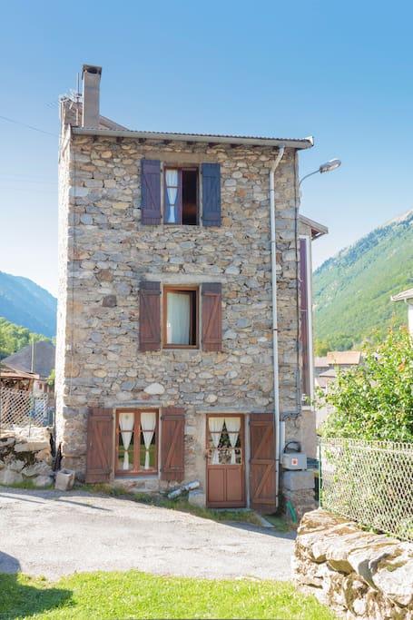 MaisonTradicionel  Ariege Pirenees