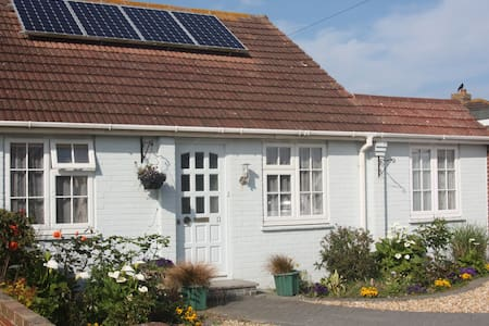 Homely bungalow close to the Witterings seafront - East Wittering - Cabana