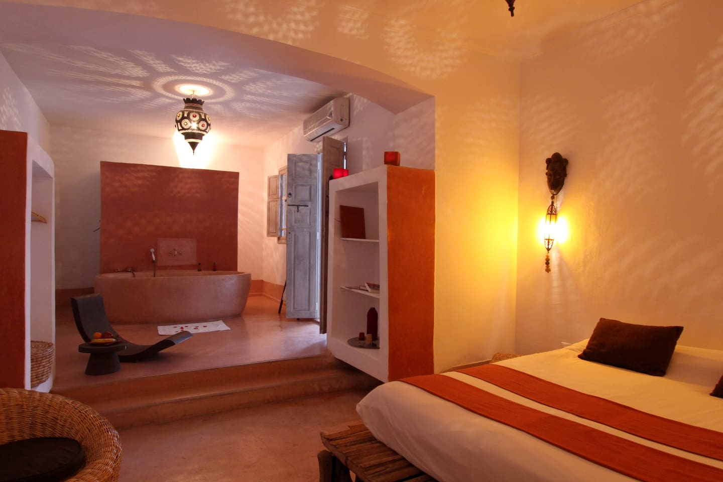 Oeuf room, spacious room with character